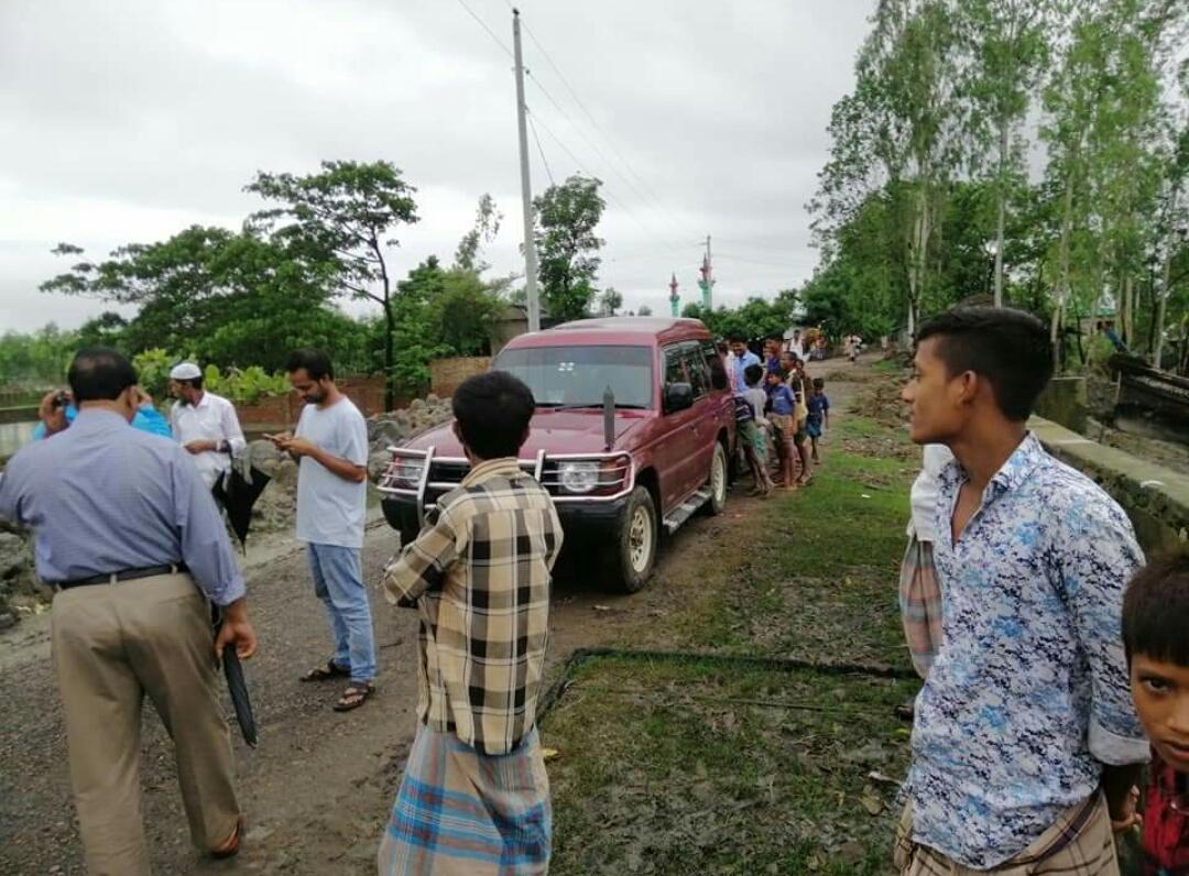 চকরিয়া উপজেলা কর্মকর্তার সুইস গেইট পরিদর্শন